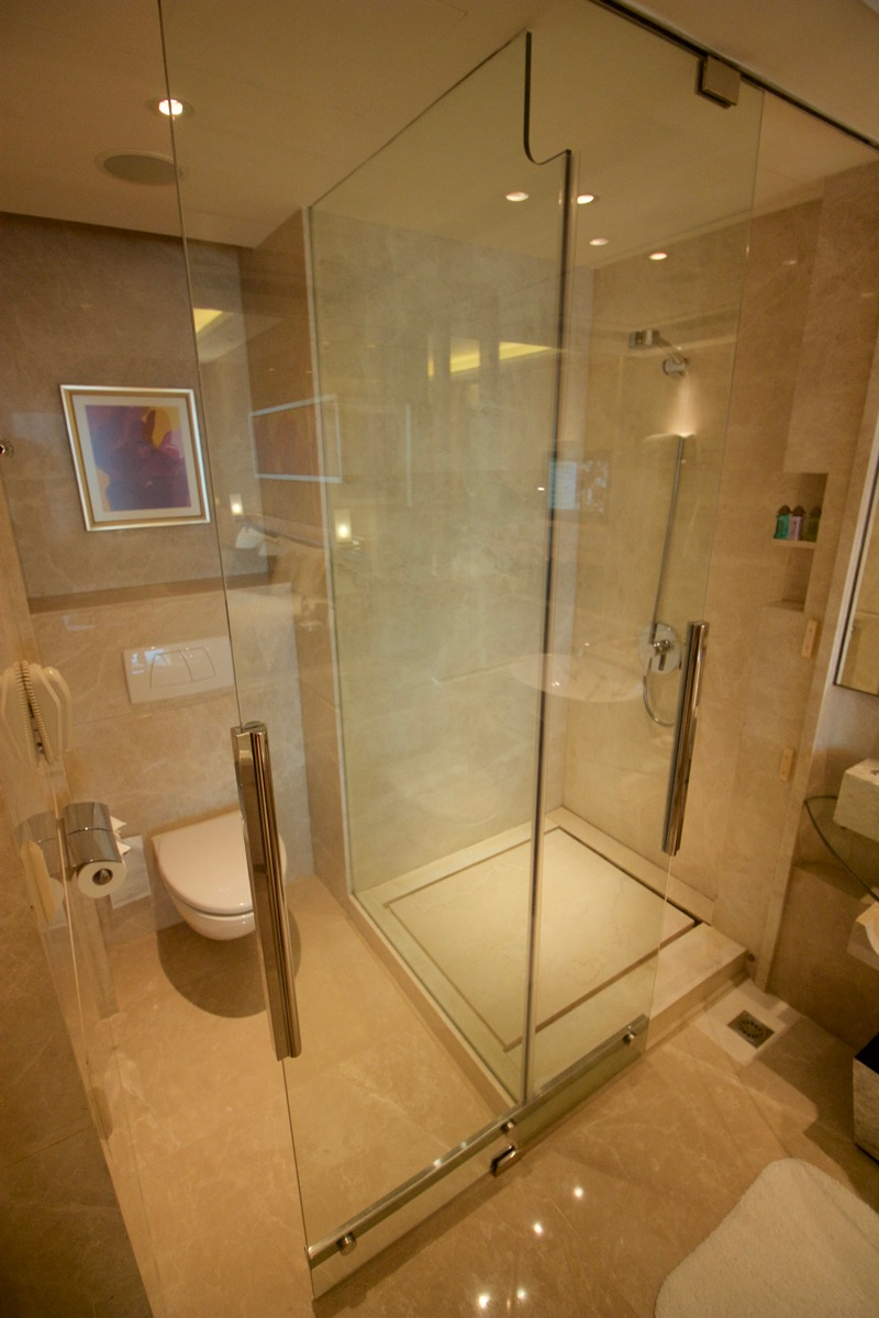galaxy macau review bathroom stalls